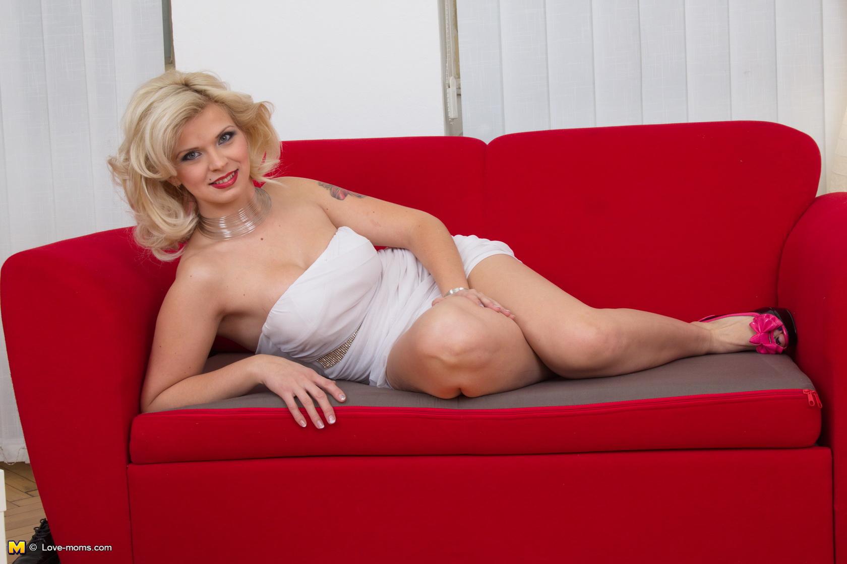 Brunette sex in stockings