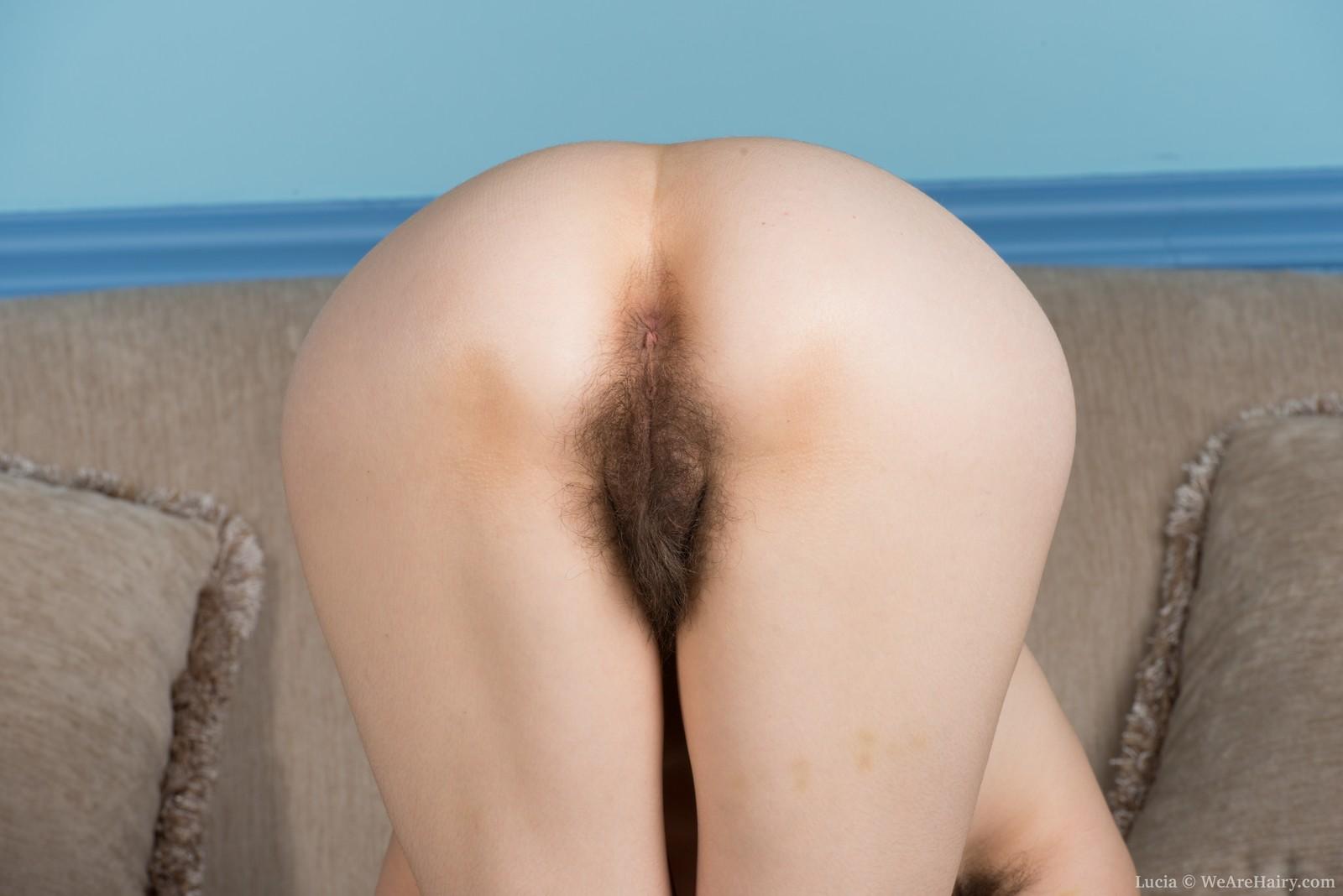 nude girl fucks tree